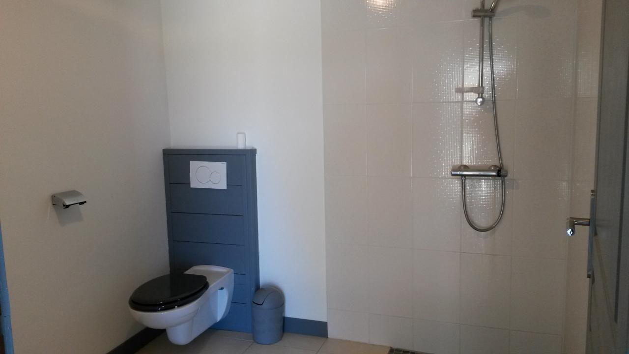 Salle d'eau ( dortoir 19 places)